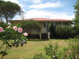 Hope Cottage Country Retreat At Assmanshausen Winery - QLD Tourism