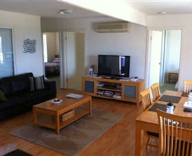 Azure Beach House - QLD Tourism