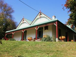 Ravenscroft and The Cottage - QLD Tourism