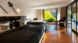 Springs Spa Villa - QLD Tourism
