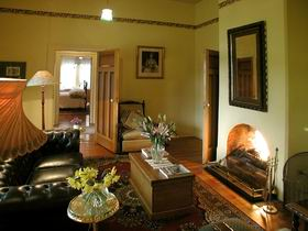 Buxton Manor - Garden and Loft Apartment - QLD Tourism