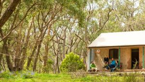 Mount Lofty Cottage YHA - QLD Tourism