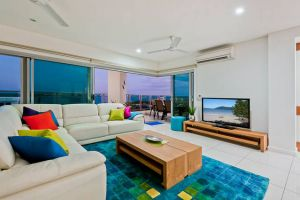 Beachlife Sea Breeze Luxury  Apartment Harbour Views - QLD Tourism