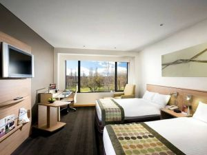 Crowne Plaza Canberra - QLD Tourism