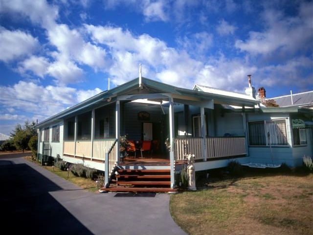 Pitstop Lodge Guesthouse and BB - QLD Tourism