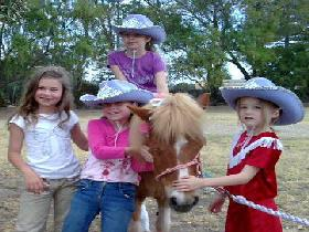 Amberainbow Pony Rides - QLD Tourism