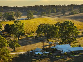 Hutton Vale and Farm Follies - QLD Tourism