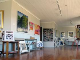 Tamar Valley Art Shack - QLD Tourism