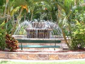 Bauer and Wiles Memorial Fountain - QLD Tourism