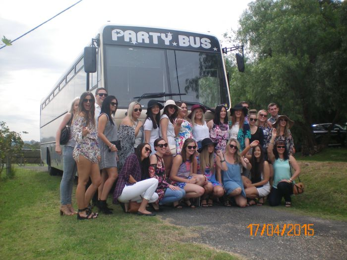 R  R Bus and Leisure Hire - QLD Tourism