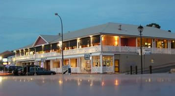 Seacliff Beach Hotel - QLD Tourism