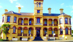 The Queenscliff Historic Royal Hotel - QLD Tourism