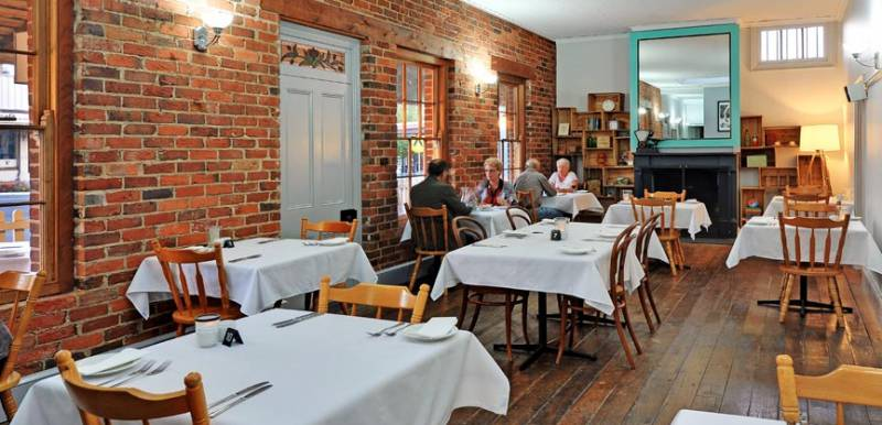 Stokers Restaurant  Bar - QLD Tourism