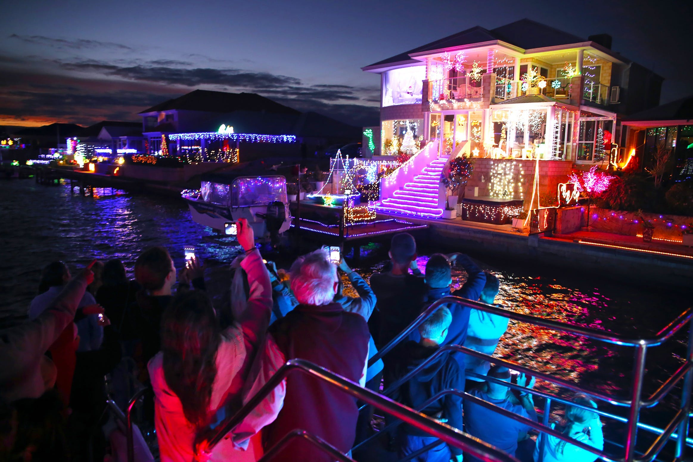 Christmas Lights Cruise - QLD Tourism