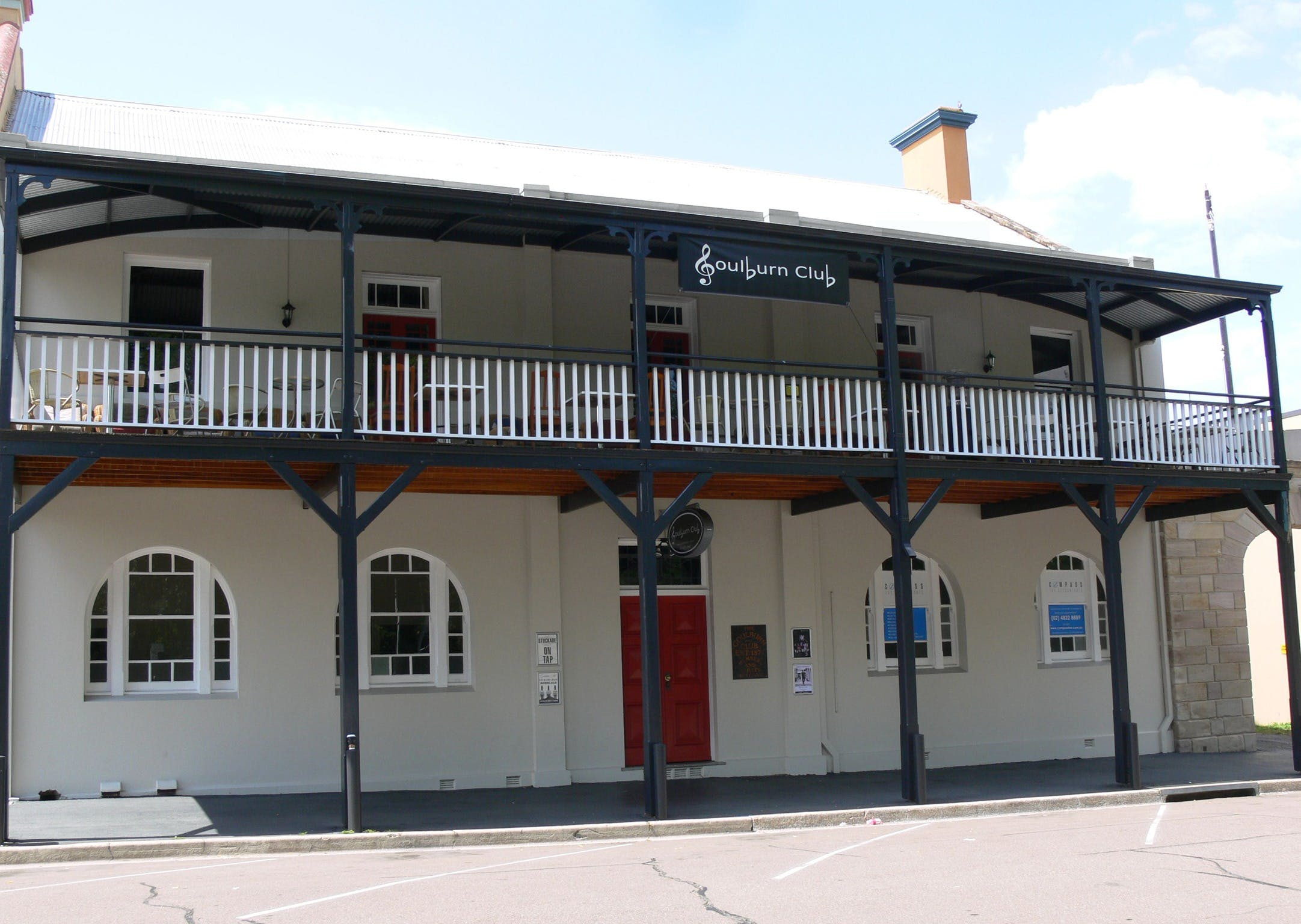 Open Mic Night at the Goulburn Club - QLD Tourism