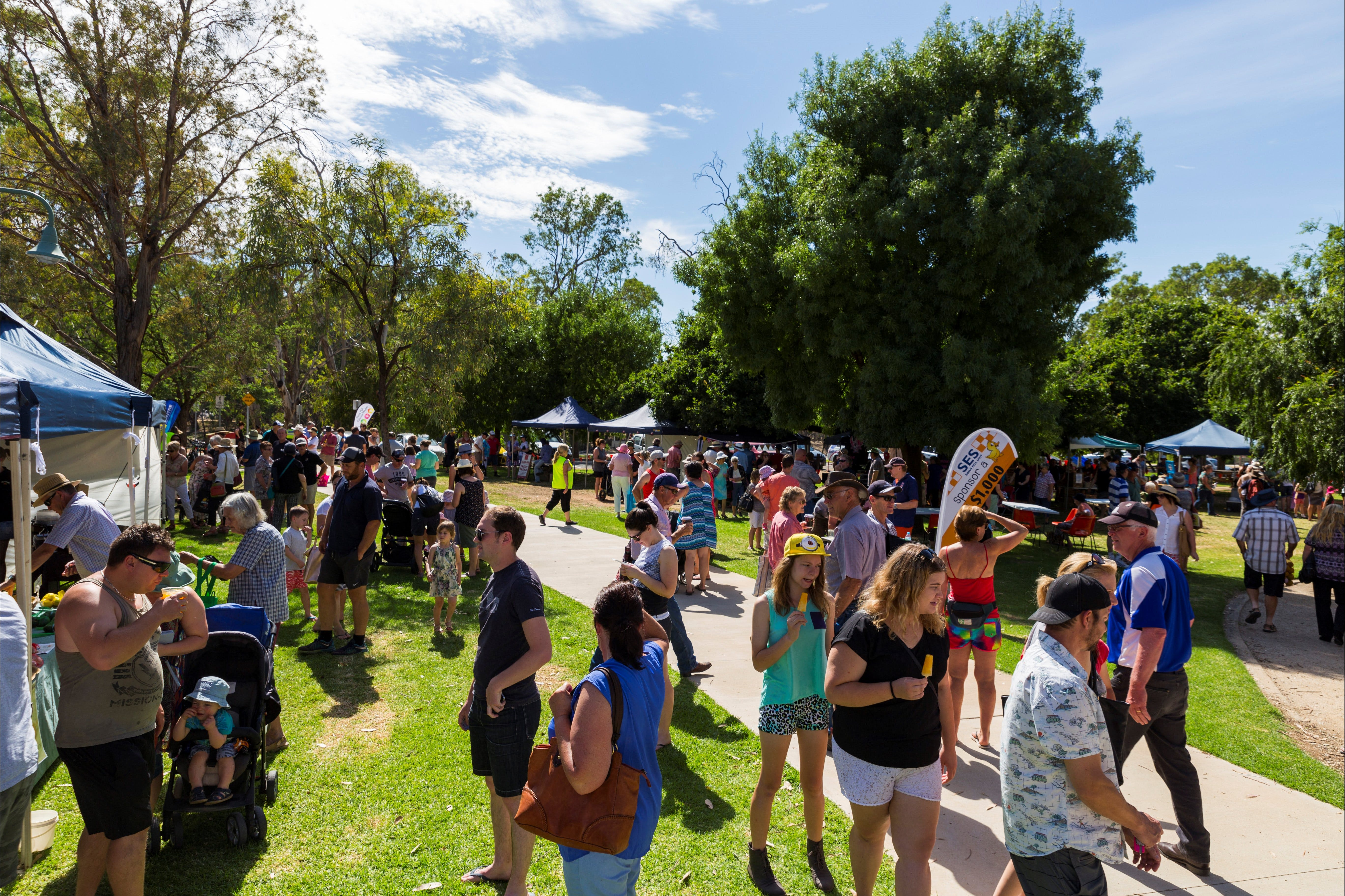 Swan Hill Farmers Market - QLD Tourism