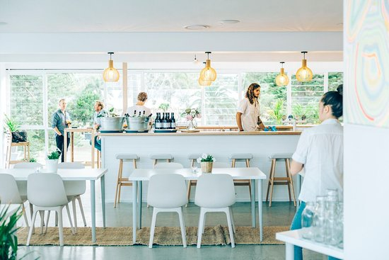 Avoca Surf House - QLD Tourism