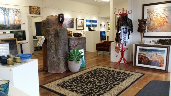 Penguin Creek Gallery Cafe - QLD Tourism