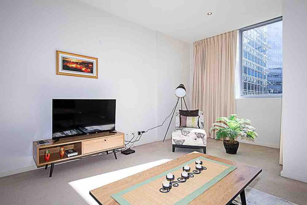 Spacious 1BR Stylish New Acton Apartment Parking - QLD Tourism