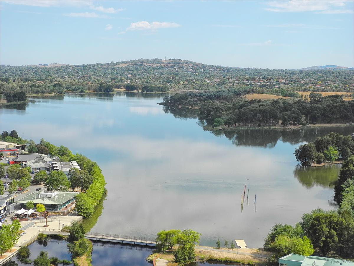 3BR Executive Apartment with Lake and Mountain views - QLD Tourism