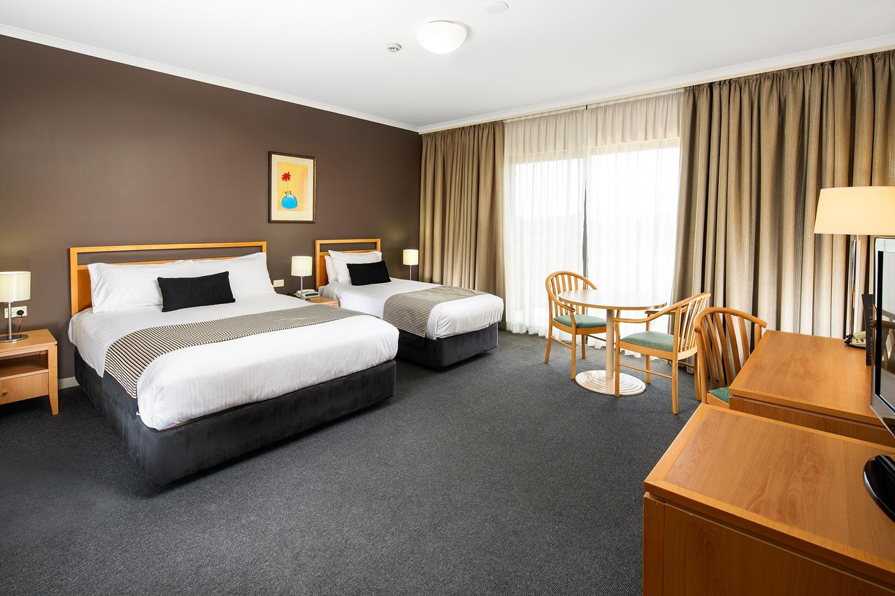 The Woden Hotel - QLD Tourism