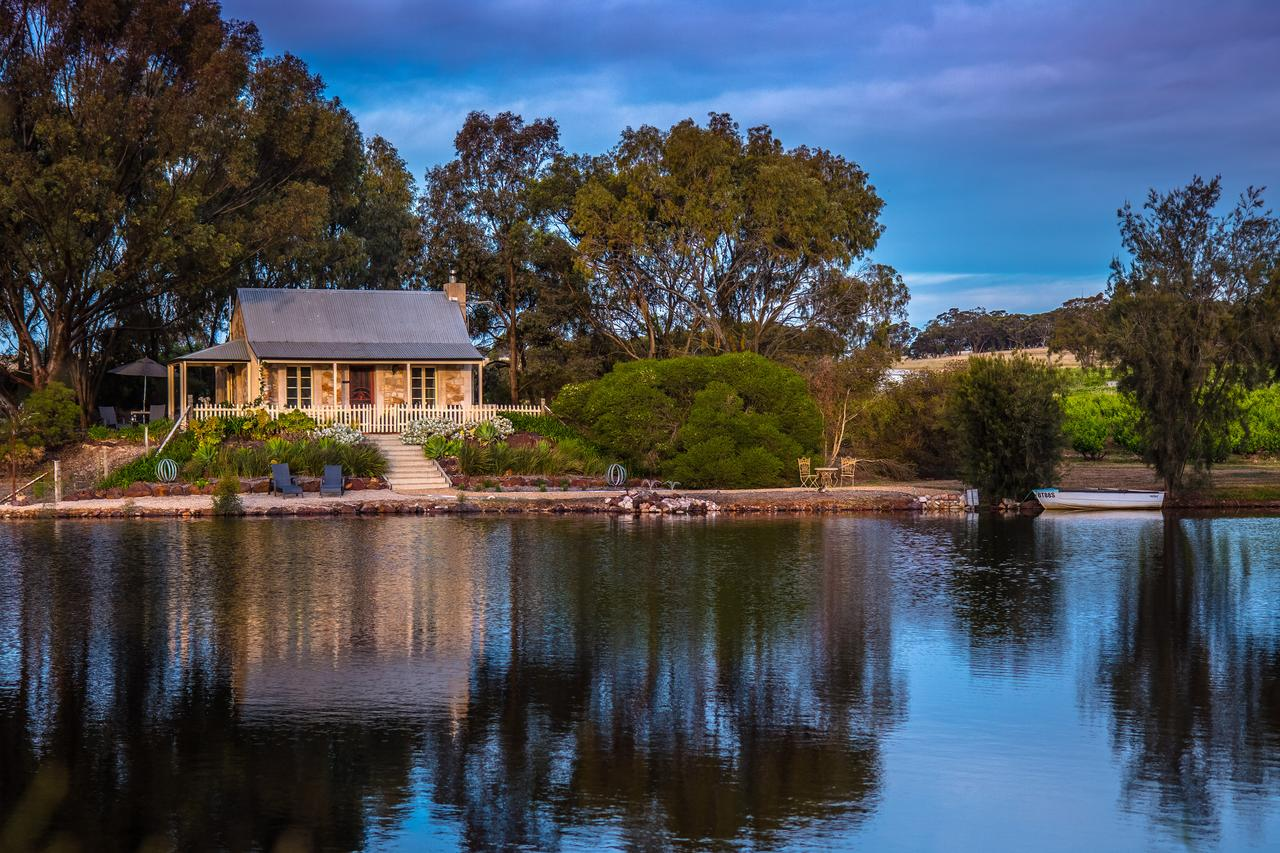 Stonewell Cottages and Vineyards - QLD Tourism