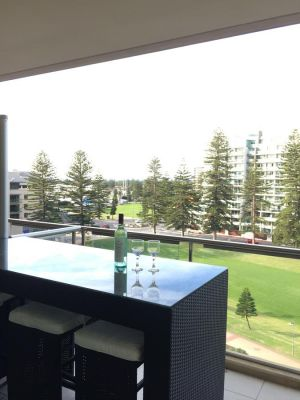 Beachside Luxury getaway in Glenelg - QLD Tourism