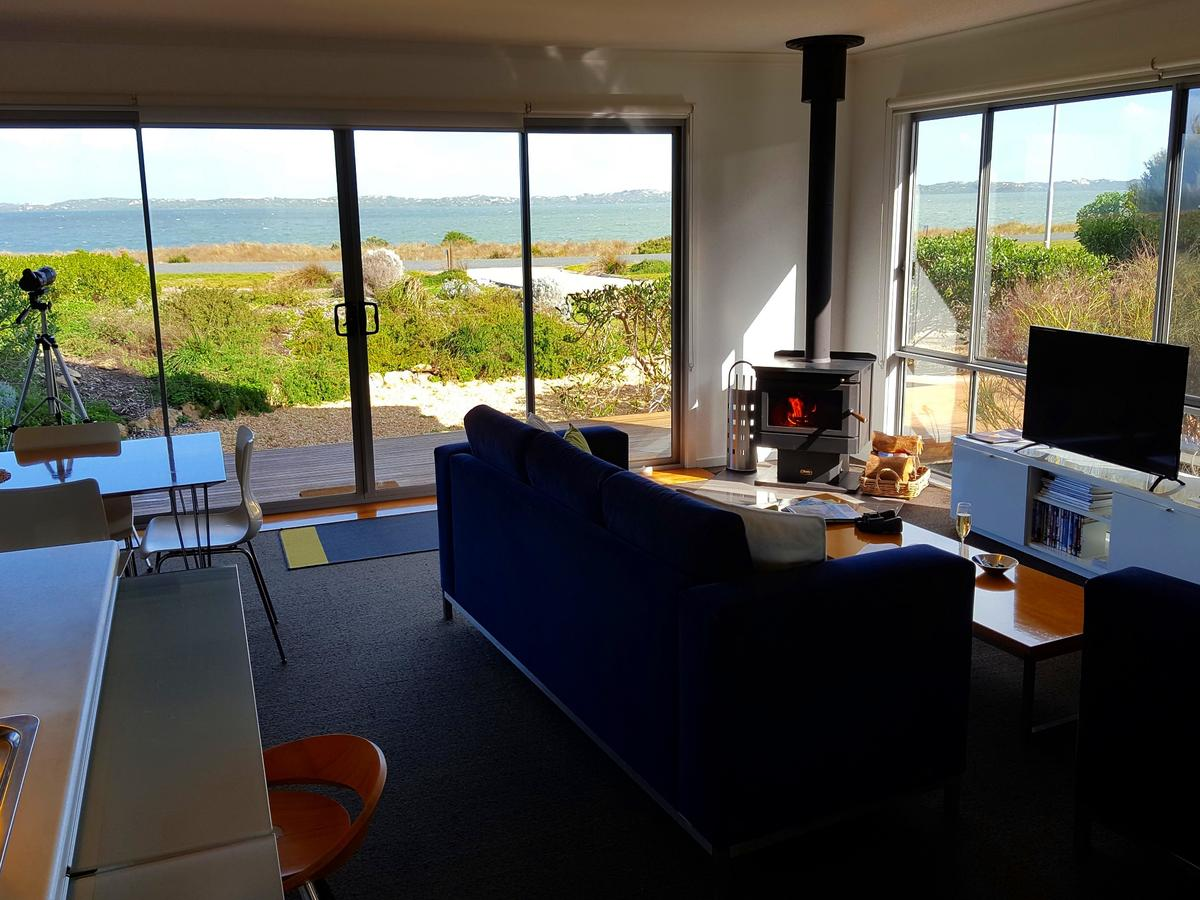 Coorong Waterfront Retreat - QLD Tourism