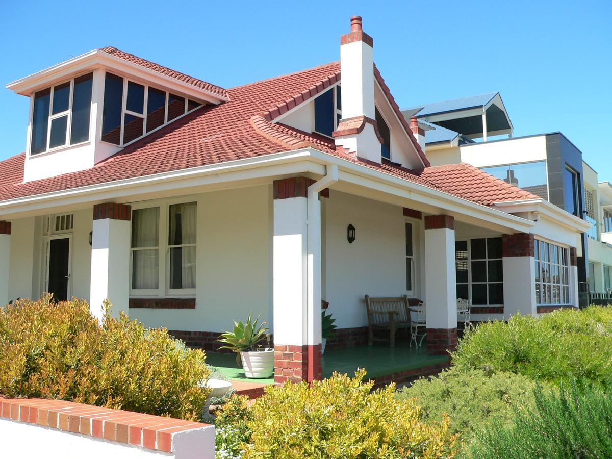 Brighton Beach House - QLD Tourism
