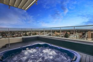 Glenelg Skyline Penthouse - QLD Tourism