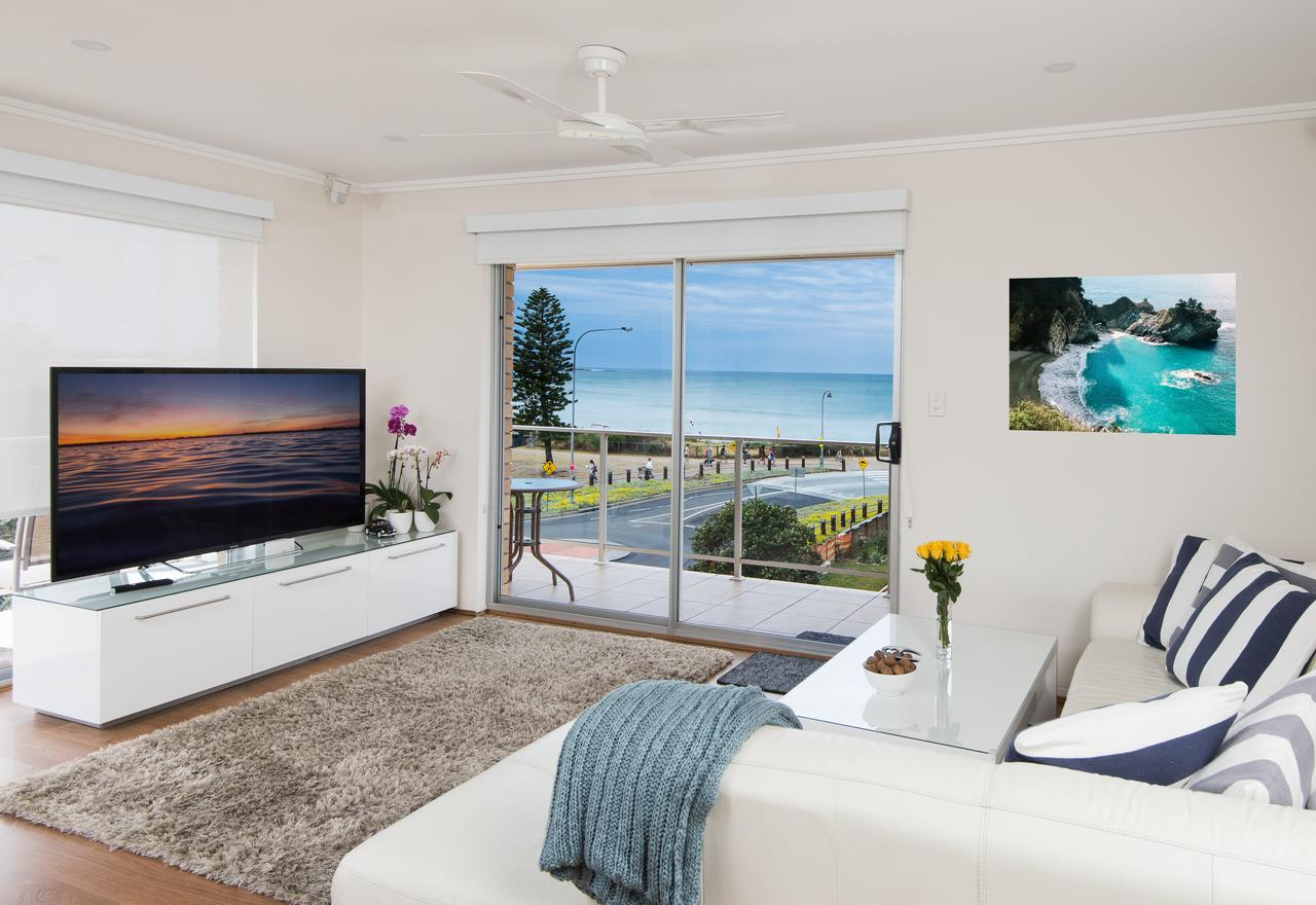Stylish 3 Bedroom Beachview Apartment - QLD Tourism