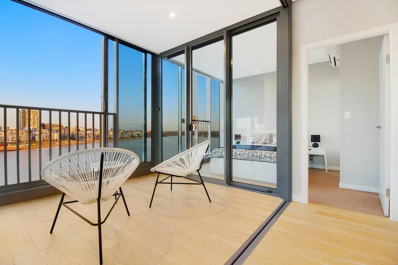 Brand New 3 Bedrooms Apt with Waterfront View - QLD Tourism