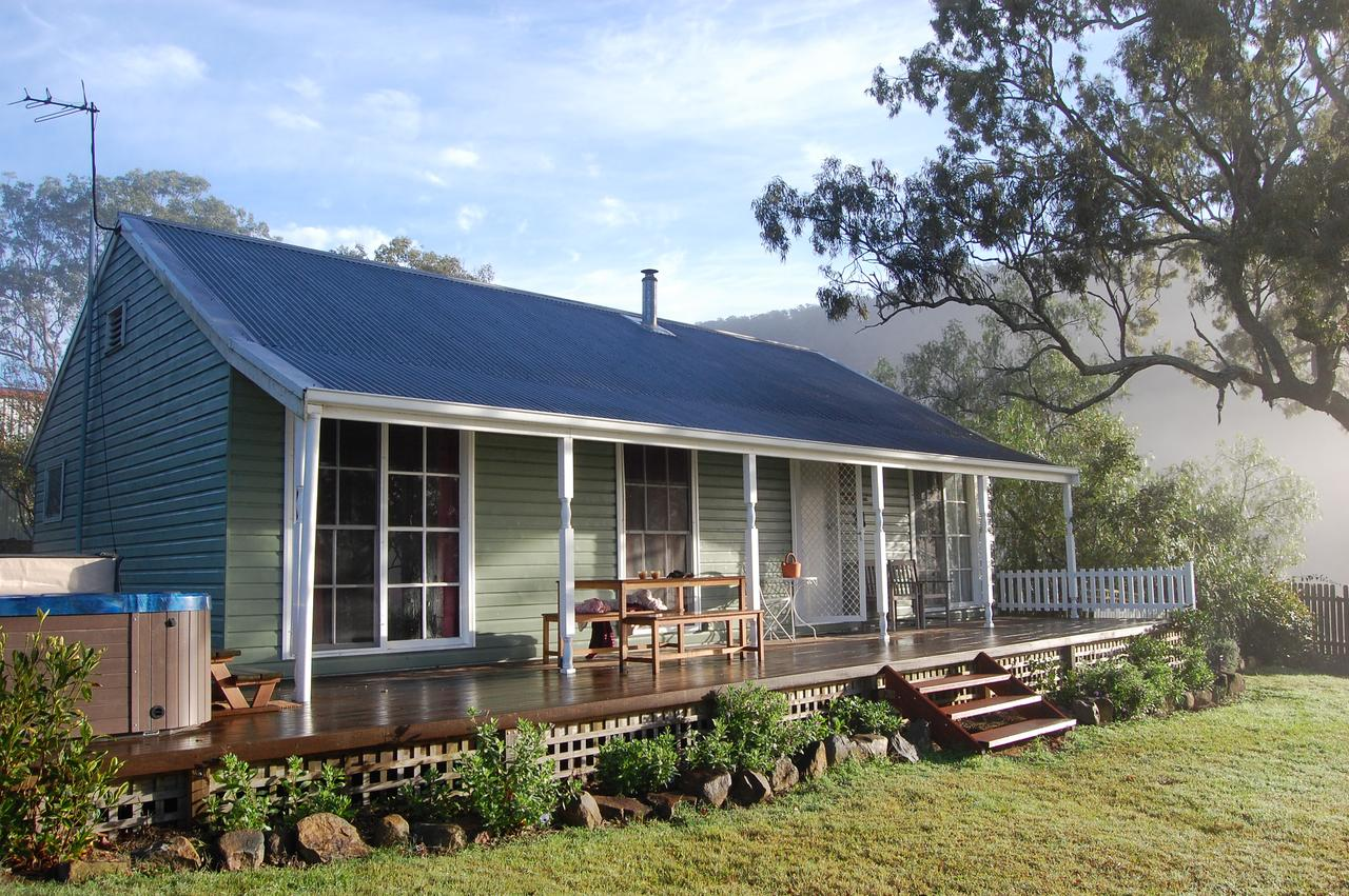 Cadair Cottages - QLD Tourism