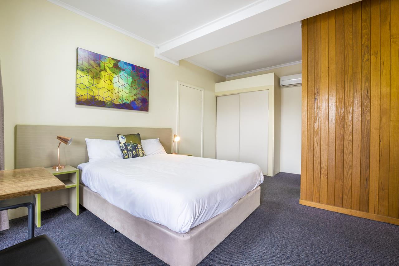 Boomerang Hotel - QLD Tourism