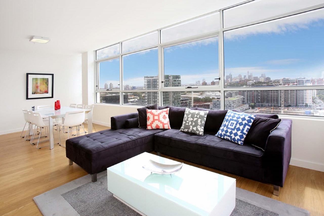 Gadigal Groove - Modern and Bright 3BR Executive Apartment in Zetland with Views - QLD Tourism
