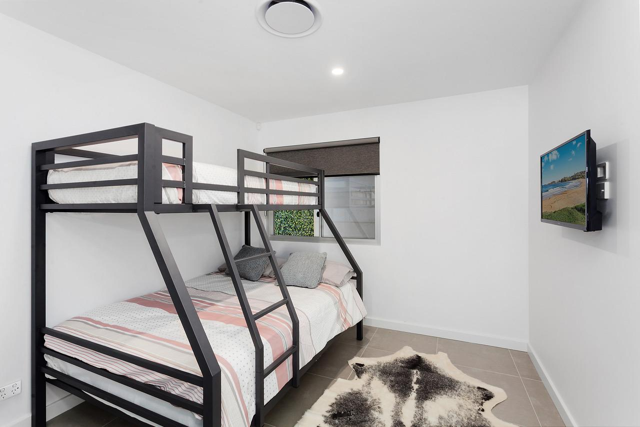 Modern guest house - QLD Tourism