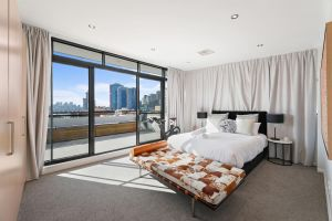 Darling Harbour Penthouse ViewsJacuzzi - QLD Tourism