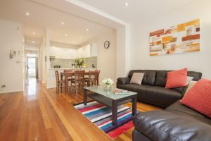 Boutique Stays - Melrose Terrace Townhouse in North Melbourne - QLD Tourism