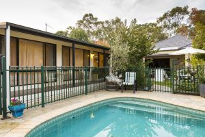 Courtsidecottage Bed and Breakfast - QLD Tourism