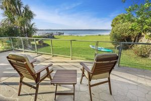 Eagle Point Getaway - Waterfront Serenity - QLD Tourism