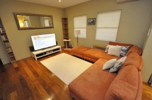 Glebe Self-Contained Modern One-Bedroom Apartment 47ROS - QLD Tourism