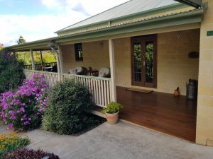 Gumtree House Montville - QLD Tourism