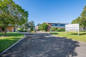 Hawkesbury Race Club Motel - QLD Tourism