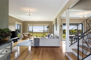 LUXURY WATERFRONT FAMILY HOME-TASMANIA I-L'Abode - QLD Tourism
