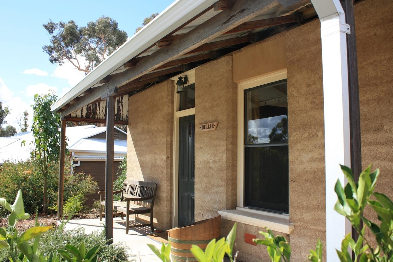 Hotham Ridge Winery and Cottages - QLD Tourism
