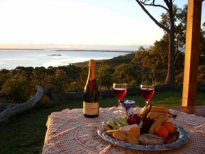Island View Spa Cottage - QLD Tourism