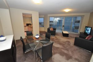 North Sydney Fully Self Contained Modern 2 Bed Apartment 2207BER - QLD Tourism