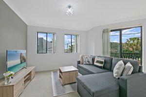 REDFERN 3 BEDROOM APARTMENT FREE PARKING WALK TO CENTRAL STATION NRE187 - QLD Tourism