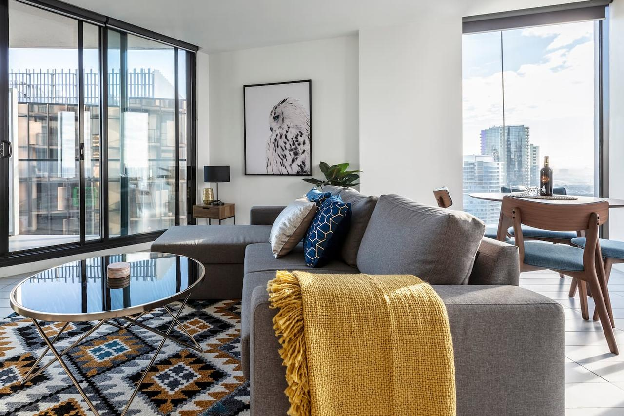 2Bedroom Apartment with Views in Docklands next to CBD  Marvel Stadium - QLD Tourism