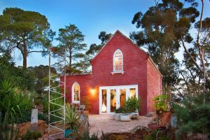 bebe castlemaine - QLD Tourism